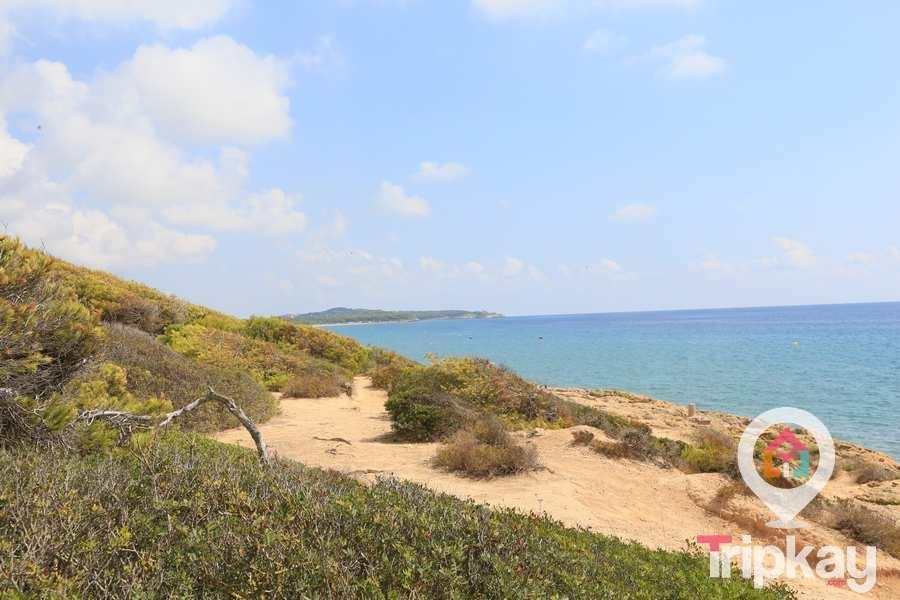 alrededores de la playa capellans tarragona
