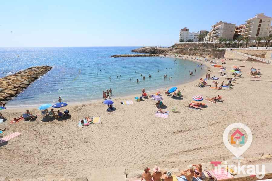Playa Alguer en el centro de l'Ametlla de mar