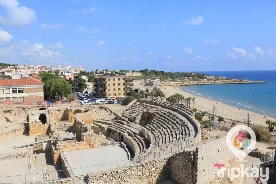 vista panoramica de la playa del miracle y el anfiteatro