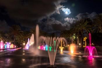 Fuente luminosa salou de noche