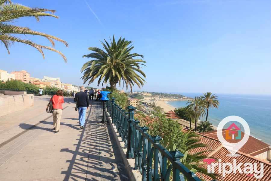 Vistas espectaculares al mar y de la playa del miracle desde el Balcon de Mediterrani