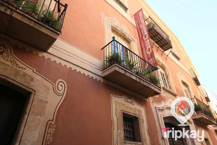 Fachada de la casa Castellarnau en Tarragona