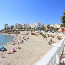 Bañistas en Playa Alguer
