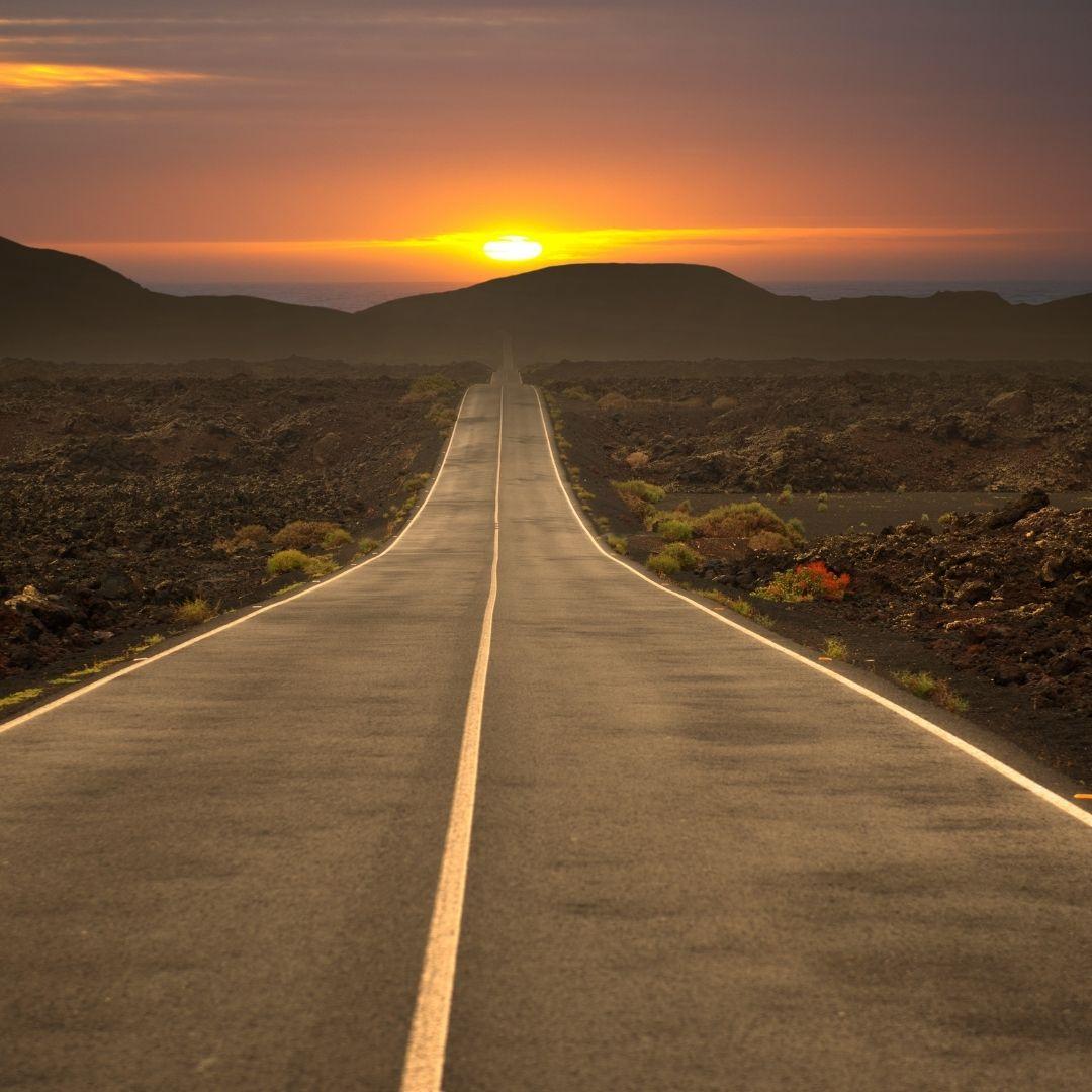 carretera atardecer Tripkay