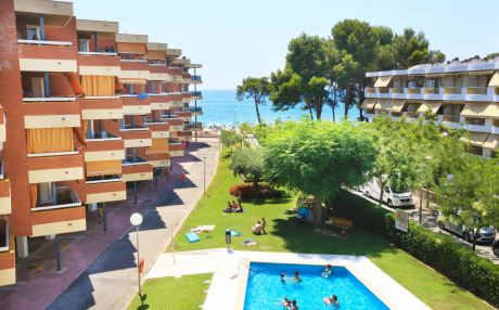 Beachfront apartment for 6 people in Cambrils