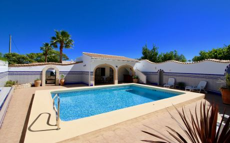 Quiet villa for 8 people in Denia