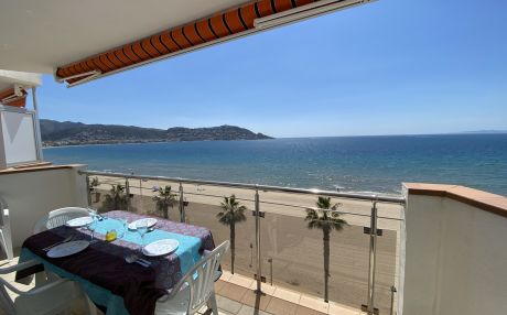 Beachfront apartment for 5 people in Rosas / Roses