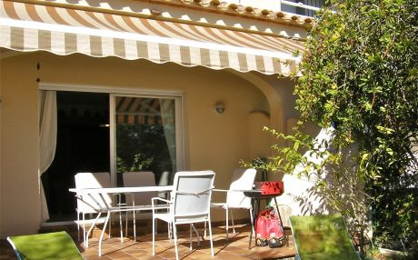 House with garden in Ampolla for 8 persons