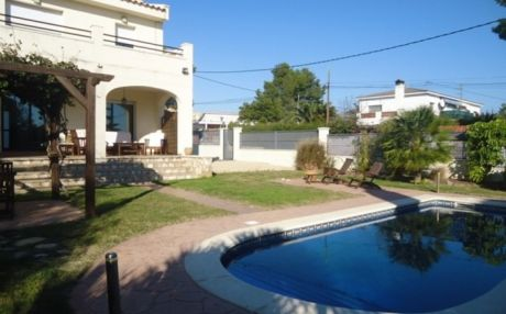 Villa for 8 persons in Ametlla