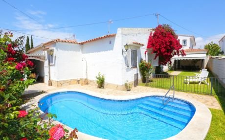 Cozy villa for 13 people in Cambrils
