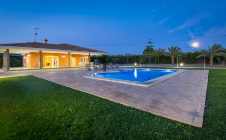 Villa for 12 people in Crevillente
