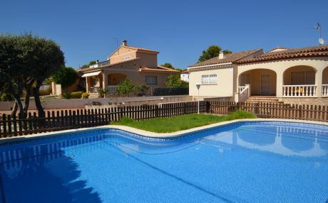 Villa pool view for 8 people in Ametlla