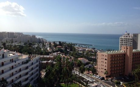 Beachfront apartment for 4 people in Playa de Las Americas