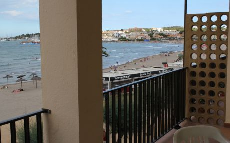 Apartment by the sea for 5 people in Escala