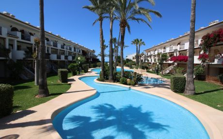 Apartment with pool for 4 people in Denia
