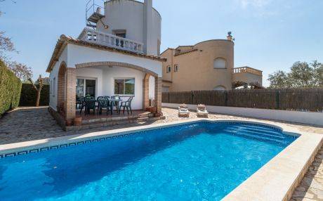 Beautiful house for 6 people in Sant Pere Pescador