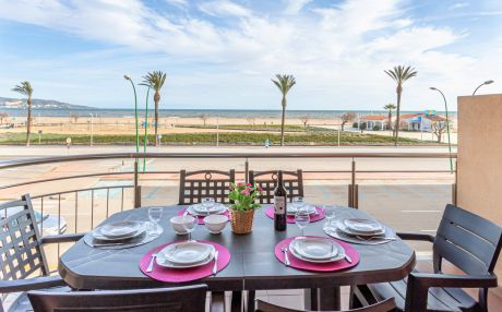 Apartment for 7 people in Empuriabrava