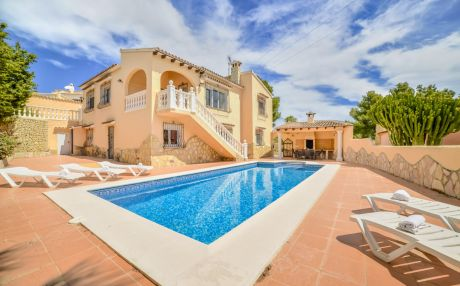 Villa for 13 people in Moraira