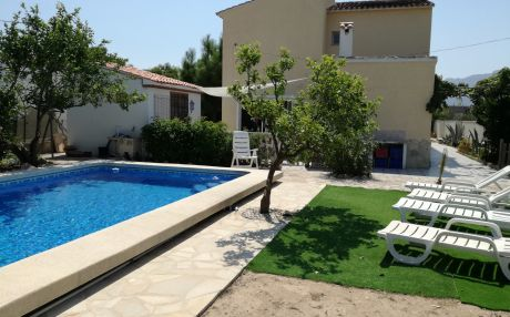 Chalet for 8 persons in Denia