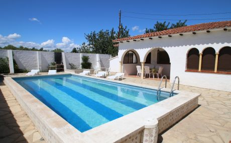 Villa for 10 people in Mont-Roig del Camp