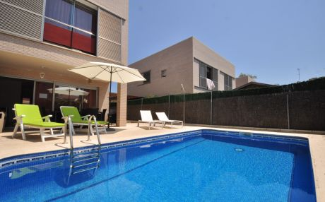 Modern villa for 8 people in Cambrils
