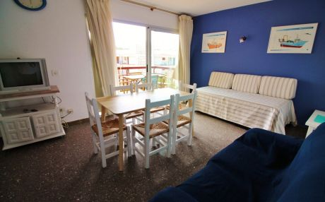 Beachfront apartment for 4 people in Palamós