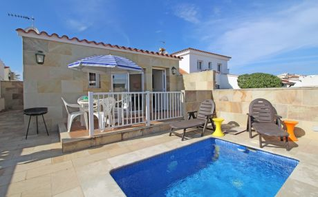 Villa for 4 people in Empuriabrava