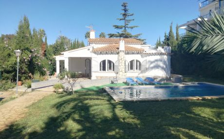 Villa with pool for 8 people in Denia