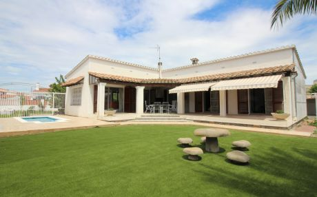 Villa for 7 people in Empuriabrava