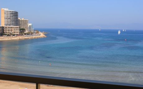 Apartment by the sea for 4 people in Escala