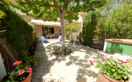 Bright house for 8 people in Ampolla
