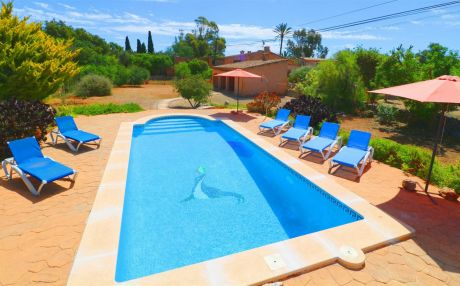 Finca for 6 people in Es Llombards