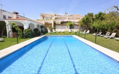 House with pool for 8 people in Cambrils