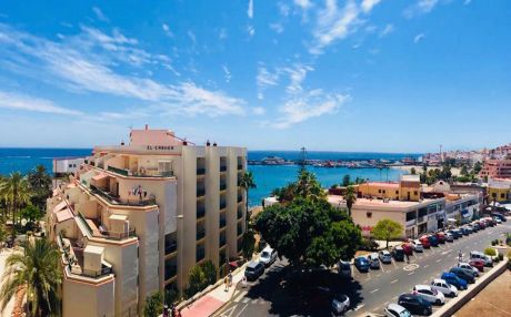 Beachfront apartment for 4 people in Los Cristianos