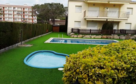 Apartment with garden view for 6 people in Palamós