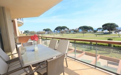 Apartment with garden view for 8 people in Cambrils