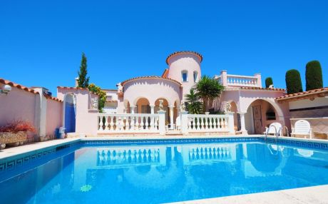 Villa for 6 people in Empuriabrava