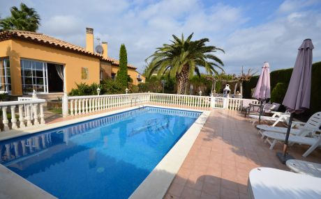 House for 6 persons in Sant Pere Pescador