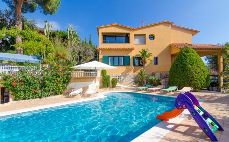 Villa for 10 people in Sant Cebrià de Vallalta