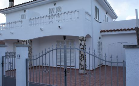House for 6 persons in Escala