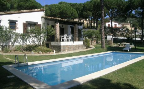 Villa with pool for 8 people in Begur
