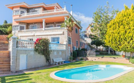 Villa for 12 people in Benalmadena