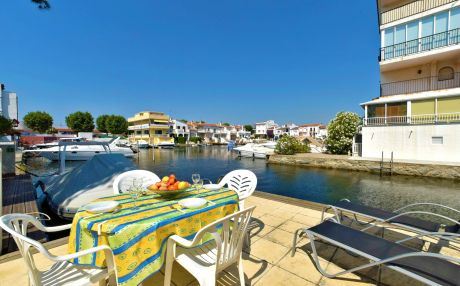 House for 6 people in Empuriabrava