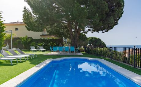 Villa for 14 people in Calella
