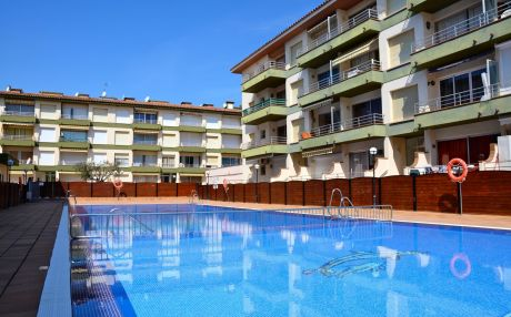 Apartment with pool for 6 people in Estartit