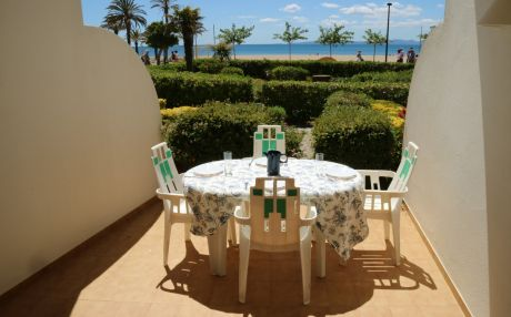 Beachfront apartment for 6 people in Rosas / Roses